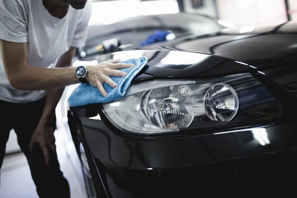 man applying car sealant